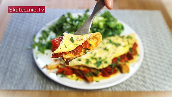 Omlet z boczniakami i pomidorem. I zielona sałatka