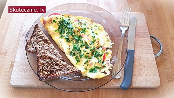 Omlet z boczniakami i pomidorem - z grzanką