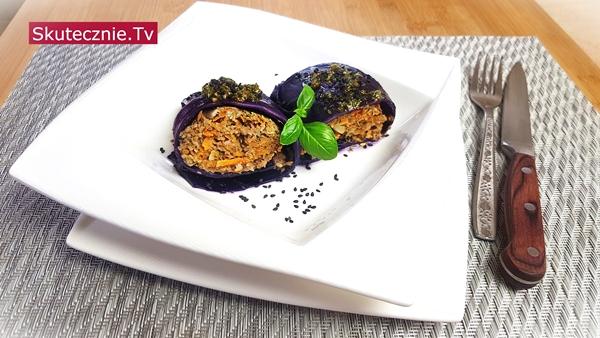 Gołąbki z czerwonej kapusty z wołowiną i warzywami (fit)