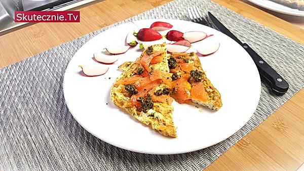 Omlet z łososiem i koperkiem
