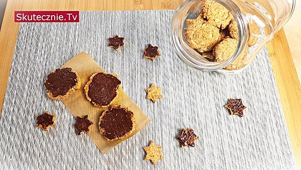 Słodko-słone ciastka owsiane z czekoladą lub bez