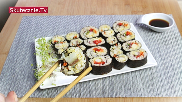 Kimbap. Oszukane sushi ze śledziem (pyszna przekąska lub danie)