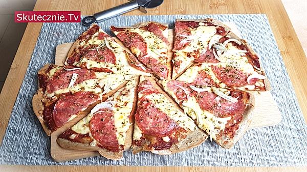Prosta pizza bez pszenicy (z komosy i kaszy gryczanej)