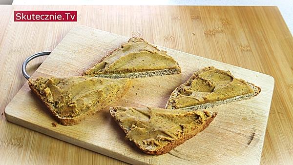 Pasztet z ciecierzycy - chleb orkiszowy