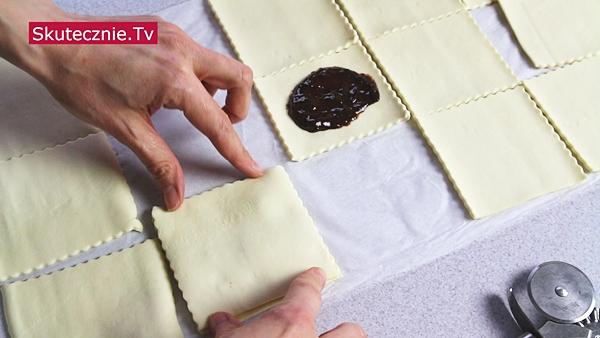 Gofry z ciasta francuskiego (3 szybkie sposoby)