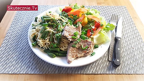Szybki obiad • Karkówka cebulowa. Chow mein z fasolką