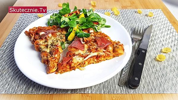 Pizza z makaronu ziołowo-serowa
