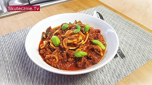 Nietypowe spaghetti z wołowiną w pomidorach