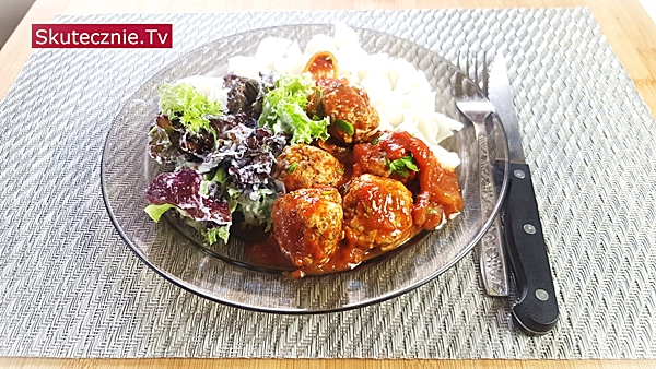 Pulpeciki cynamonowe w sosie pomidorowym