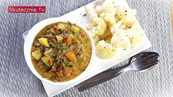 Odżywcze curry z soczewicą, cukinią i grzybami