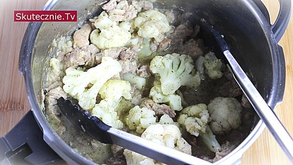 Karkówka z kalafiorem. Komosa z groszkiem i marchewką
