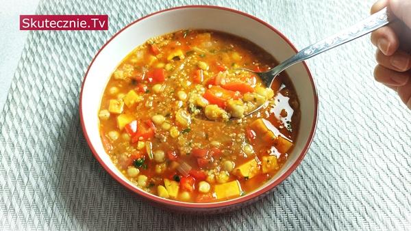 Ostra zupa z ciecierzycą, komosą, batatem i papryką -SZYBKA i odżywcza