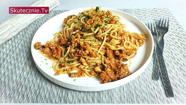 TOFU. Spaghetti w sosie pomidorowym z mielonym tofu