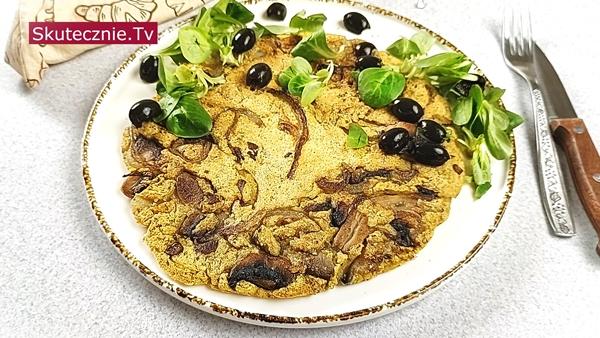 Omlet z ciecierzycy z pieczarkami i cebulką (bez jajek) • 3 warianty