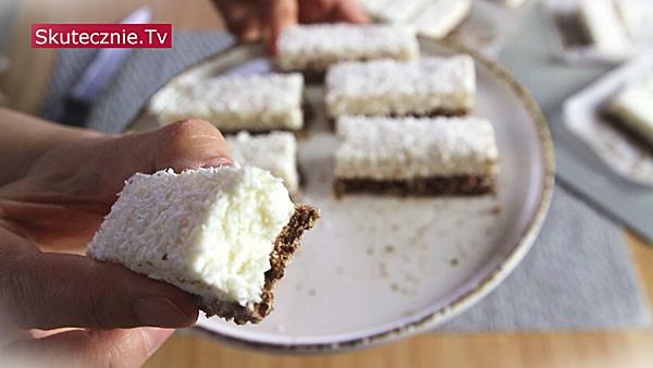 BATONIKI TWAROGOWE na czekoladowym spodzie (fit)