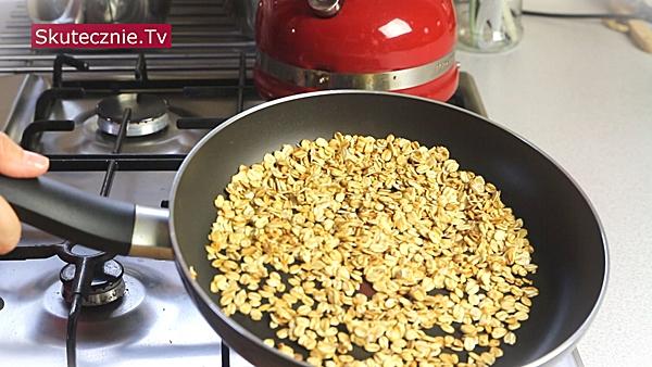 Granola z patelni (większa porcja do słoika i szybka porcja dla 1 osoby)