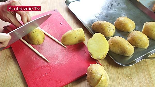 Kurczak na płasko (grill, piekarnik). Pieczone ziemniaczki. I surówka