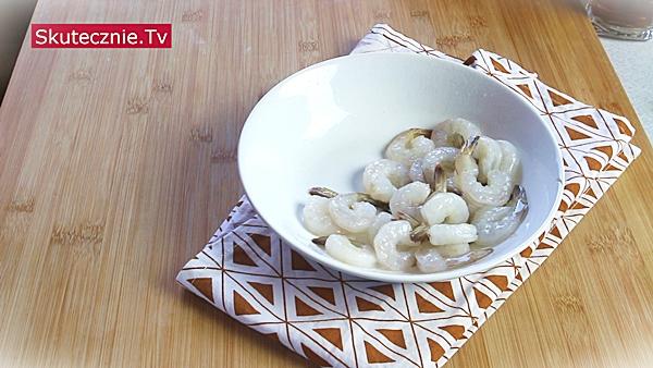 Tajska zupa Tom Yum z krewetkami (szybka, ostra, pyszna)
